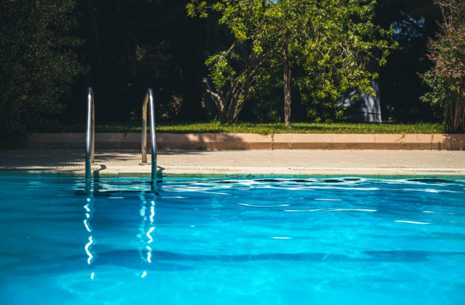 how does a pool auto drain work?